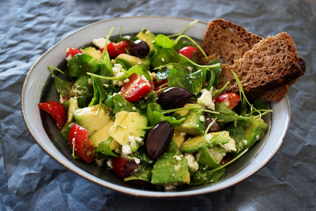 avocado salad arugula tomato bread